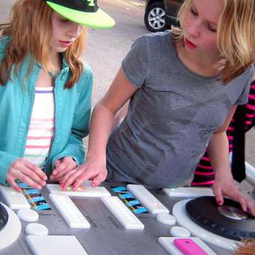 Yalp Fono Lets Teenagers Play in First Outdoor DJ Booth
